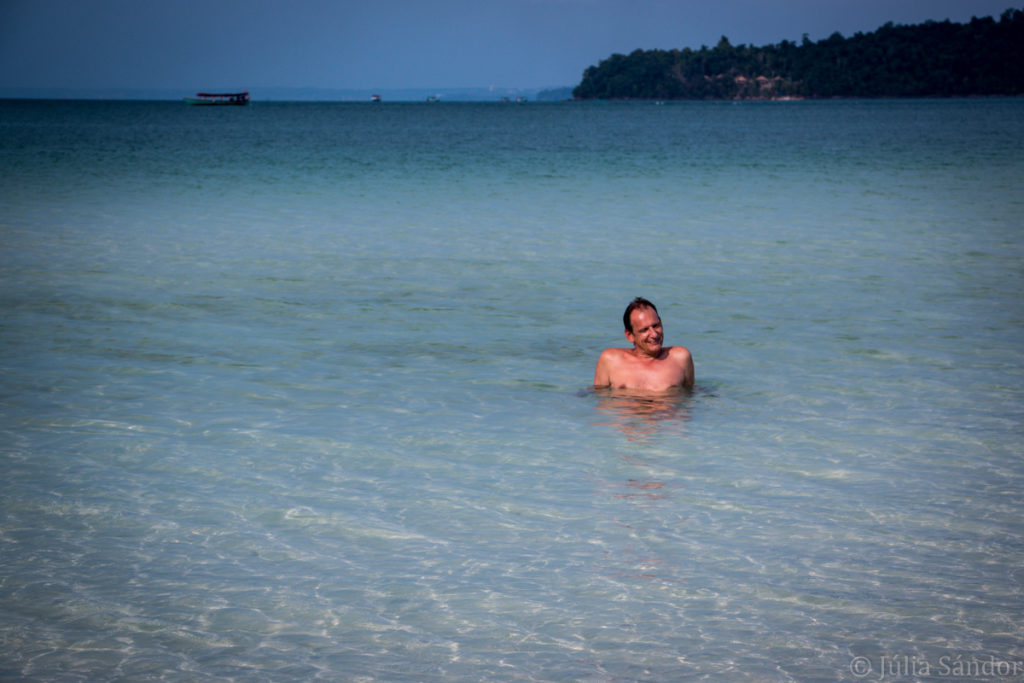 Koh Rong Samloem: bathing