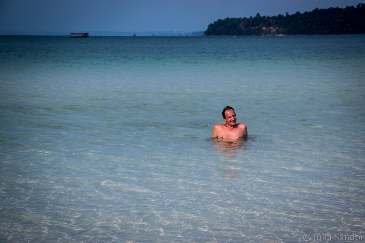 Koh Rong Samloem: bathing
