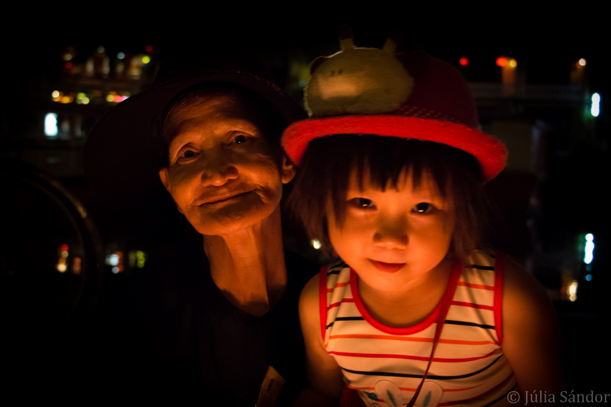Lantern vendor lady with her granddaughter