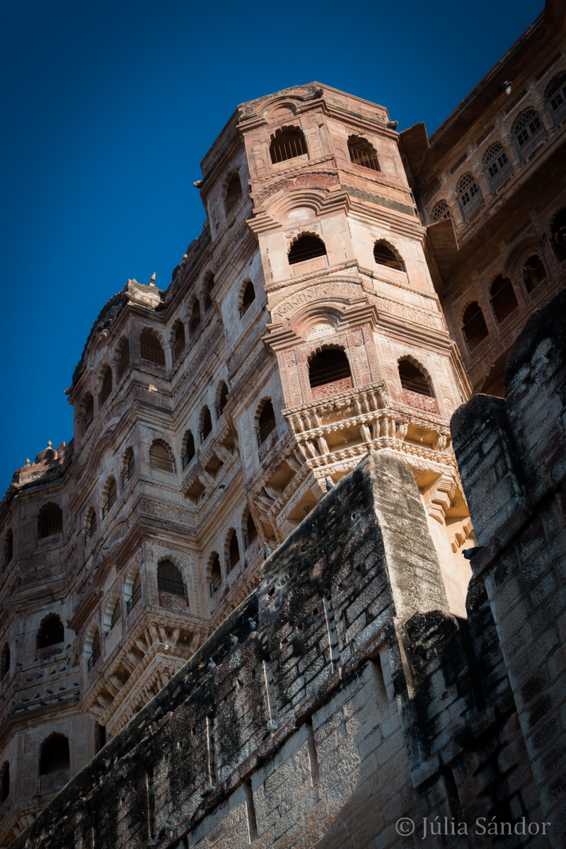 The Mehrangarh Fortress in Jodhpur is a quite impressive building and never got conquert by enemies