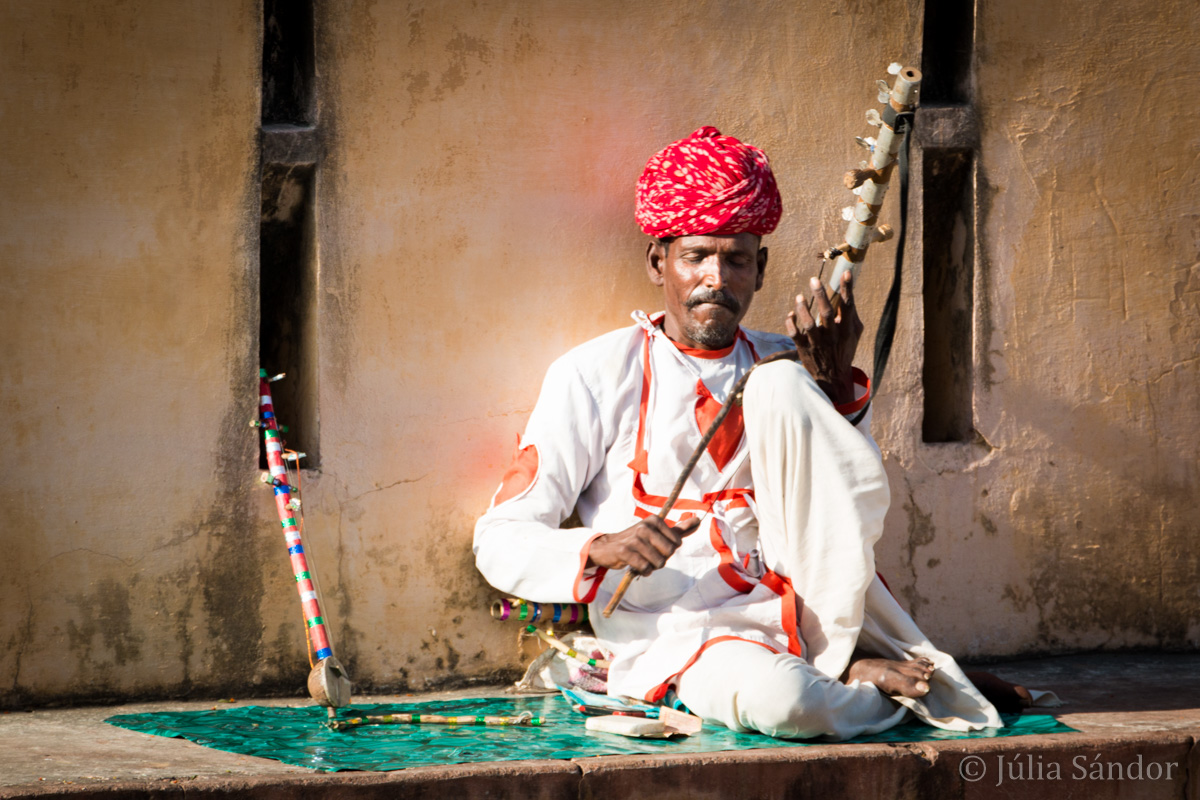 Picture of the day: Musician playing a traditional instrument on the street